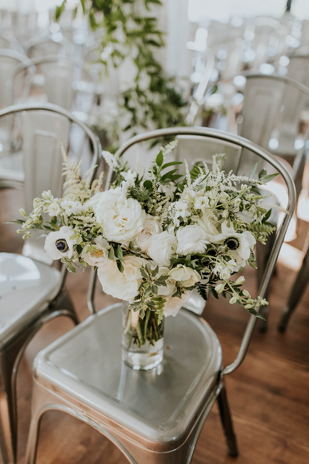 White and greenery wedding flowers | Nashville Bride Guide
