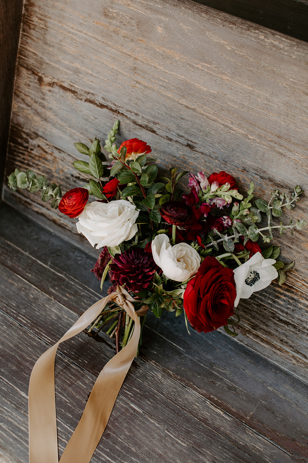 Red and white wedding bouquet | Nashville Bride Guide