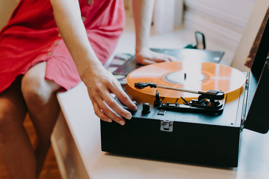 Vintage wedding record player   Nashville Bride Guide