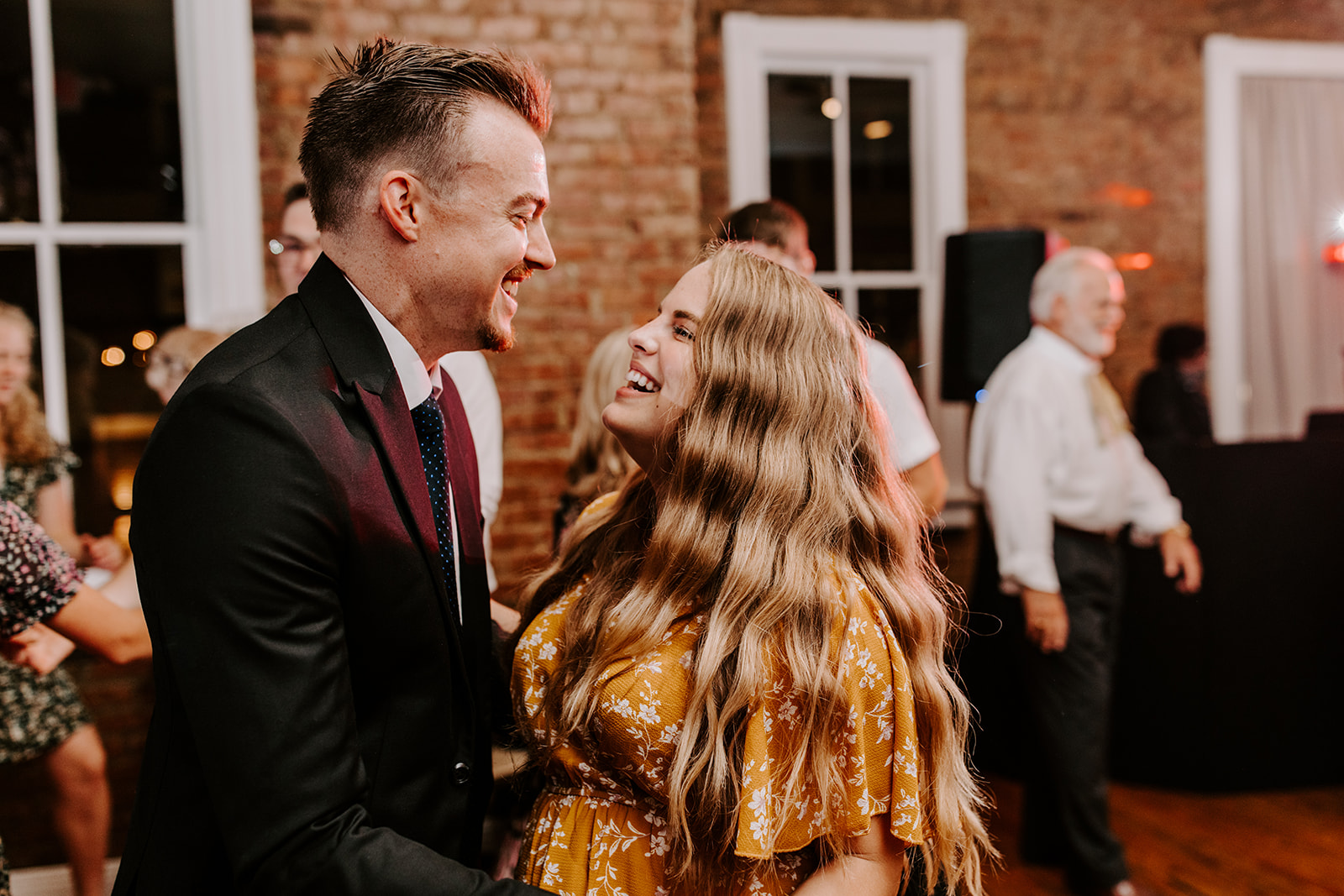Dancing wedding photography | Nashville Bride Guide