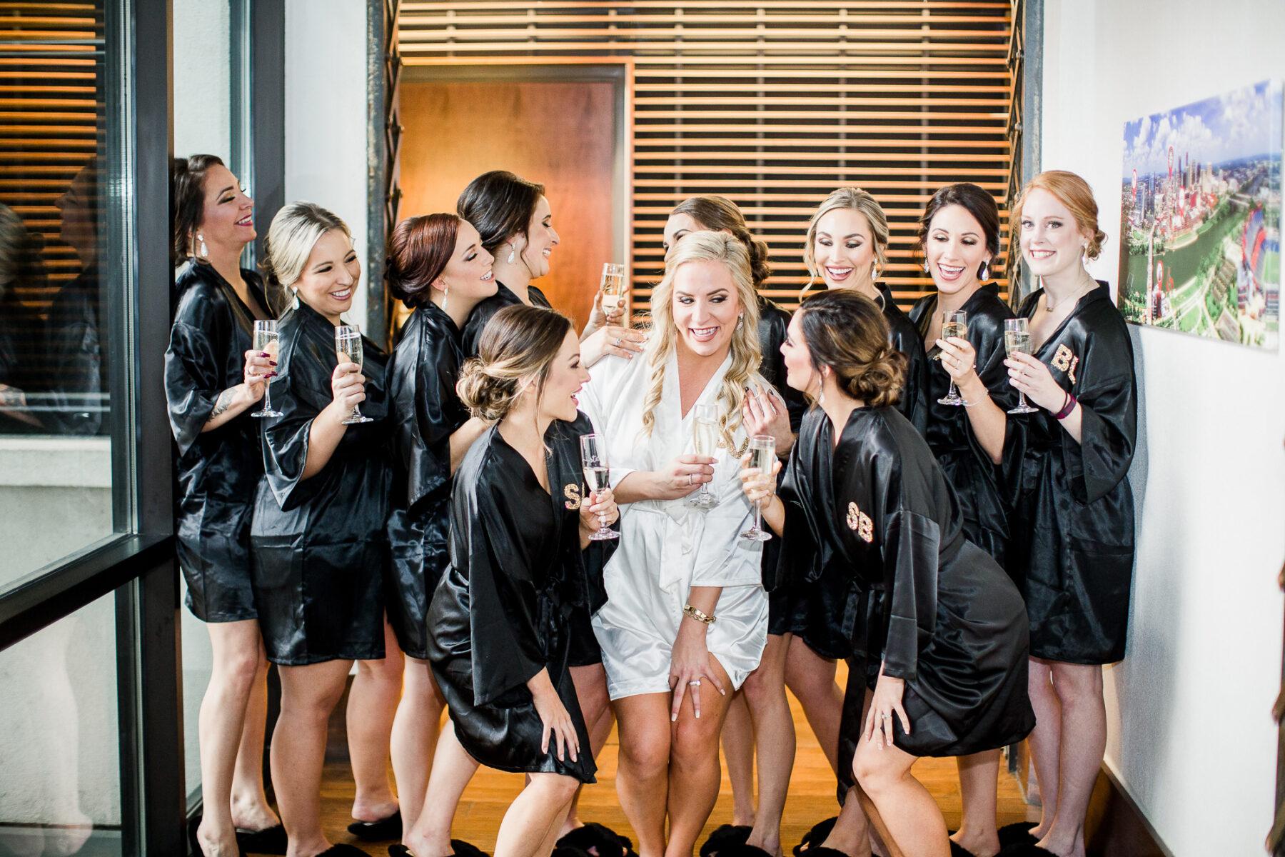 Bridal Party Photo Ideas | Nashville Bride Guide
