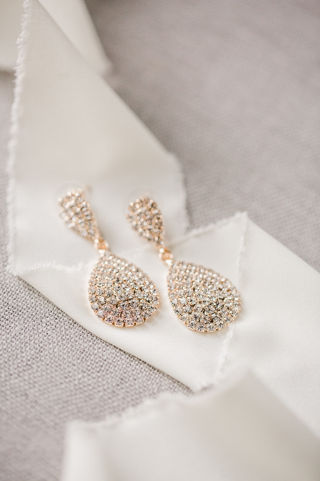 Dangling Bridal Earrings | Nashville Bride Guide