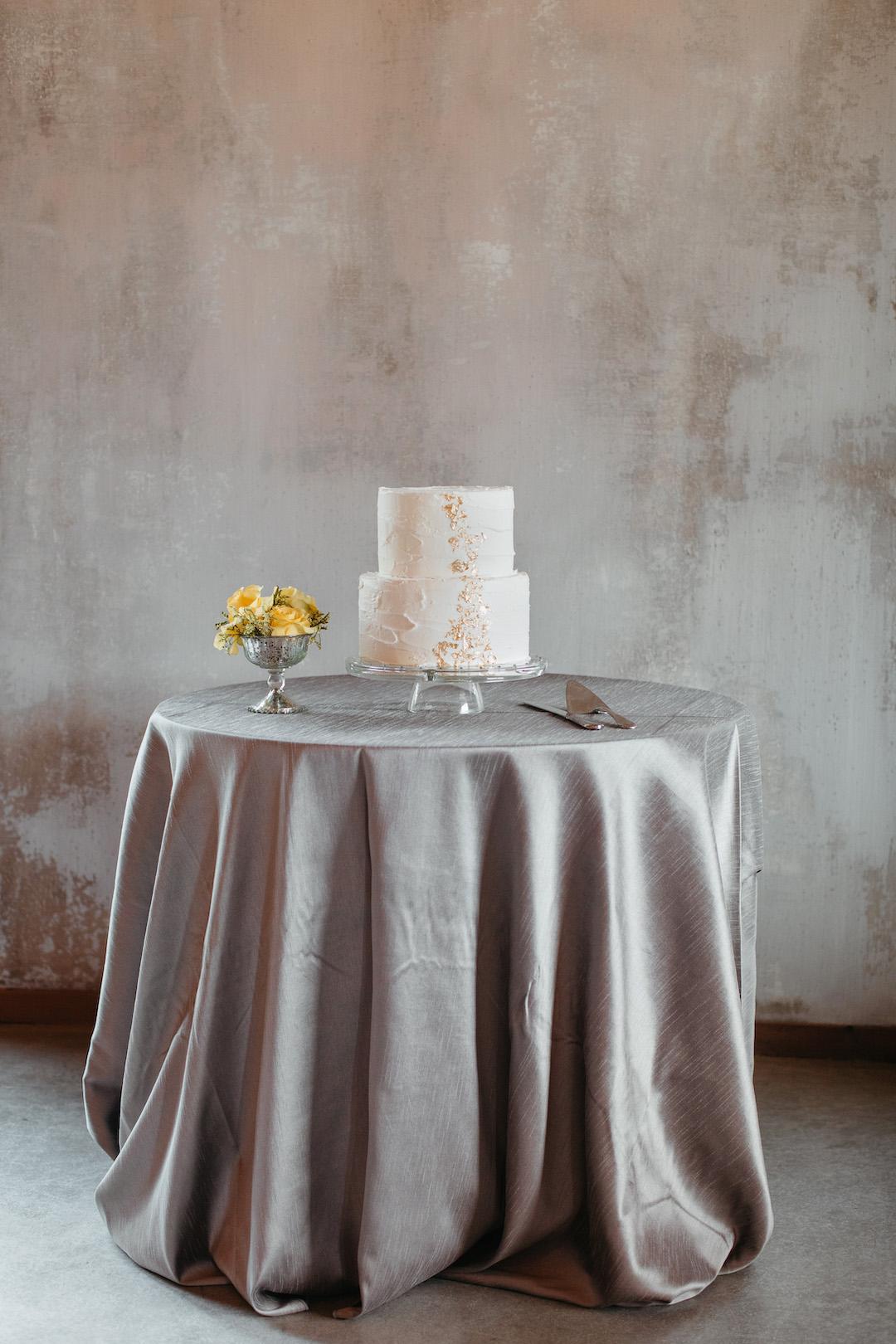 Ultimate Gray wedding table linens | Nashville Bride Guide