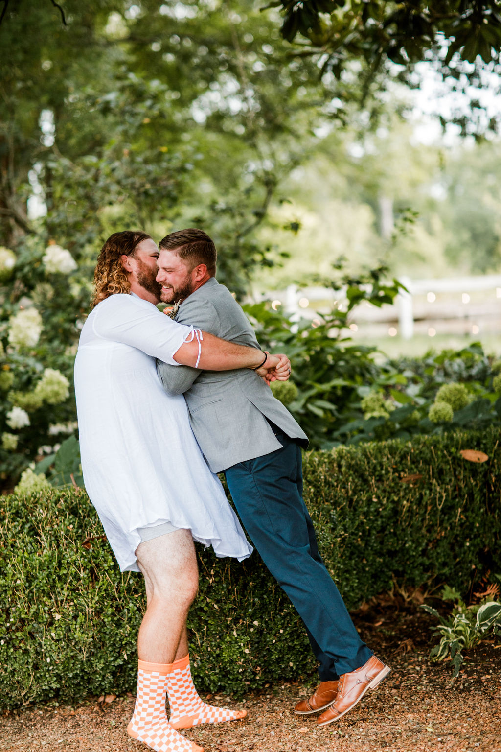 Playful first look with groomsmen | Nashville Bride Guide