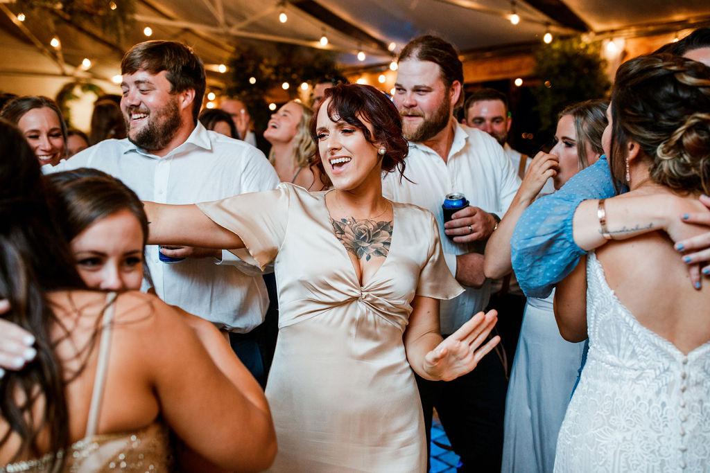 Dancing wedding photos | Nashville Bride Guide