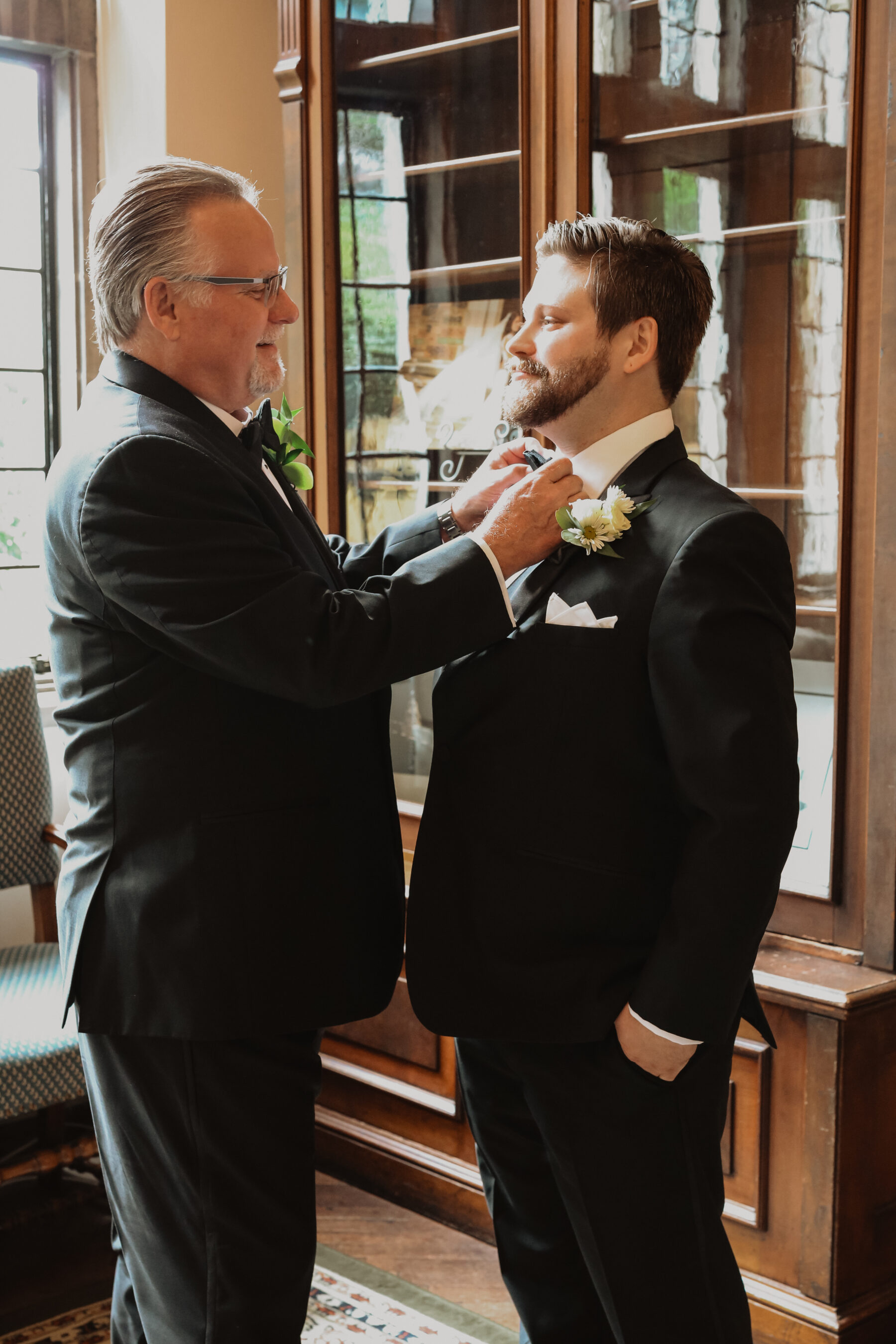 Groom getting ready for wedding | Nashville Bride Guide