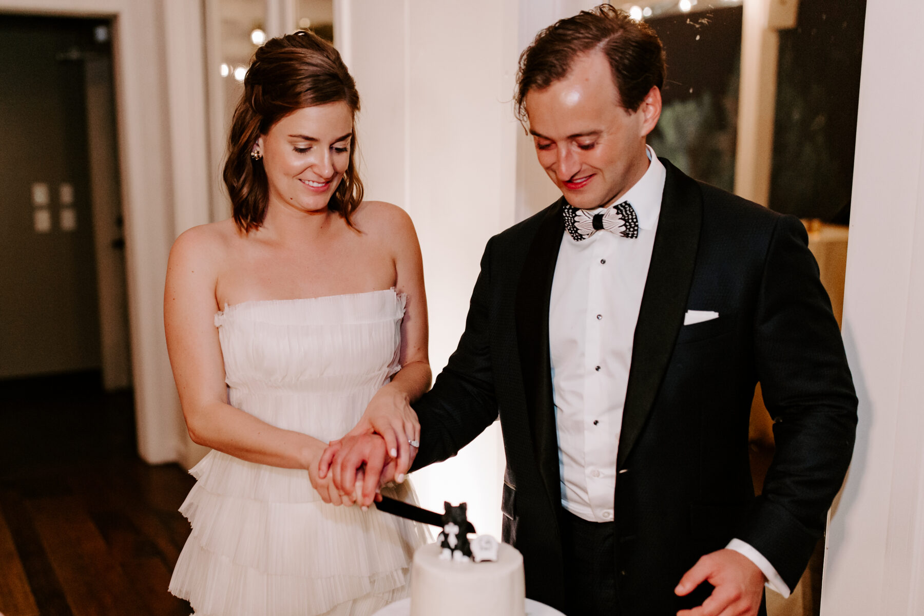 Bride and groom cutting black and white wedding cake | Nashville Bride Guide
