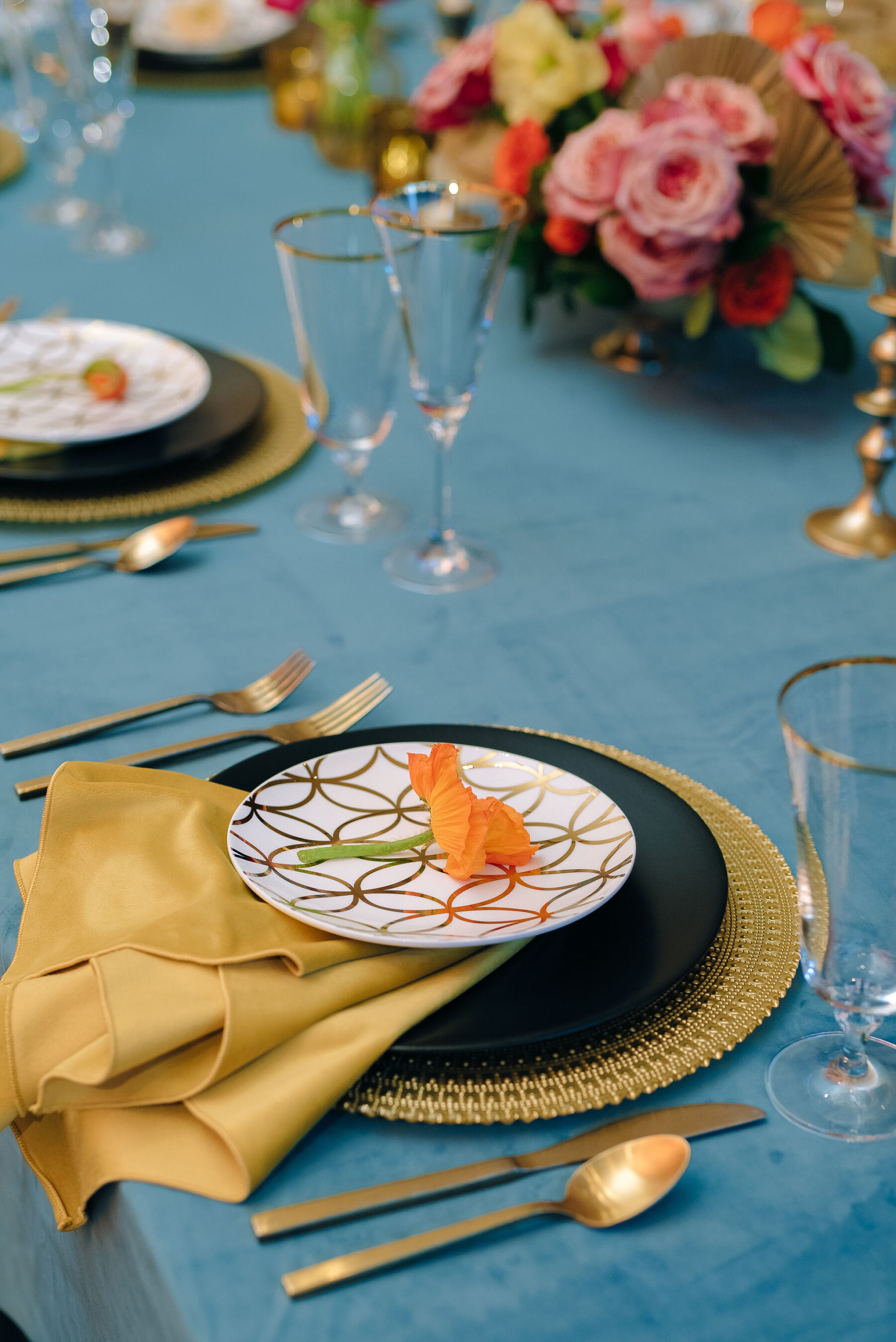 Black and gold wedding place setting | Nashville Bride Guide