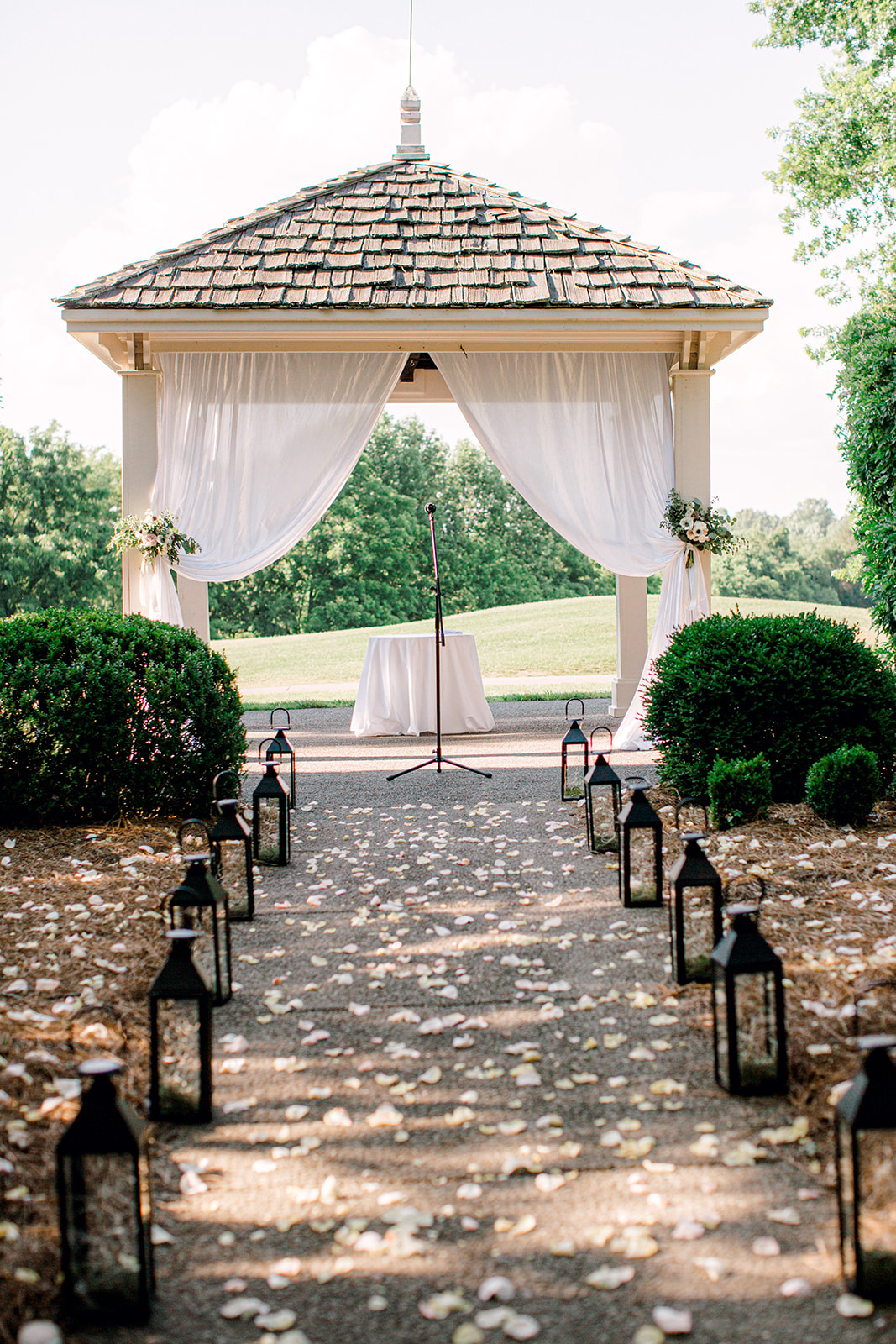 Outdoor wedding ceremony at Pleasant Hill Mansion