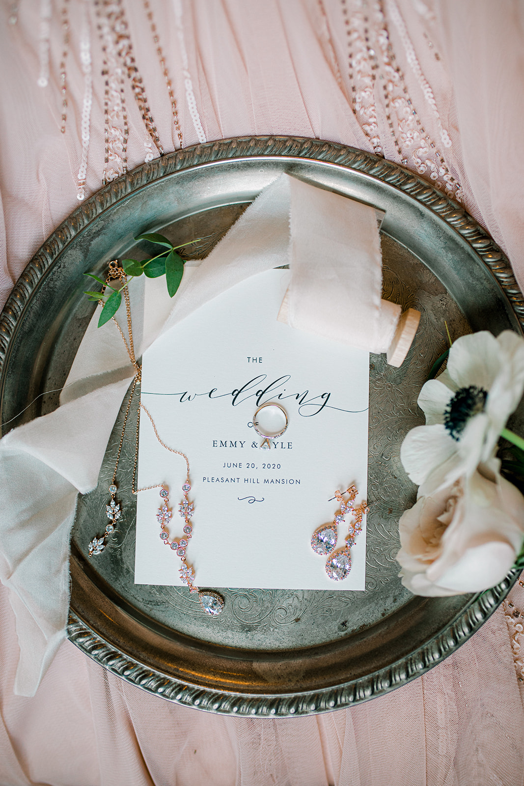 Black and white wedding stationery design | Nashville Bride Guide