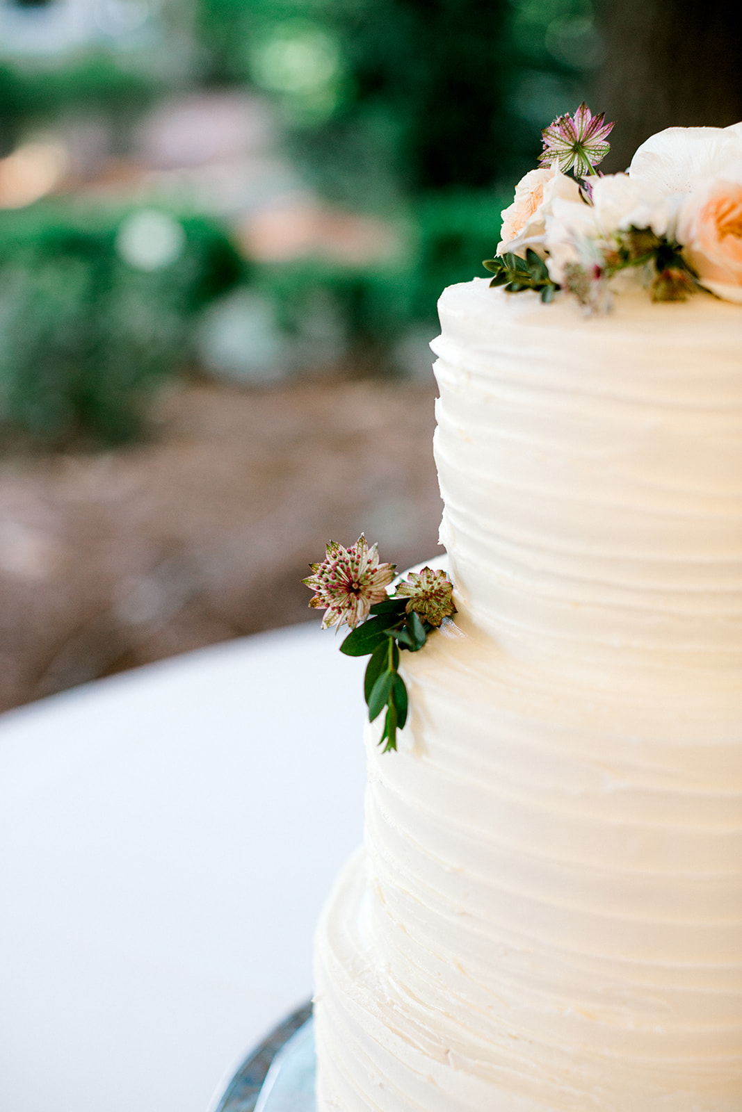 White wedding cake with pink flowers | Nashville Bride Guide