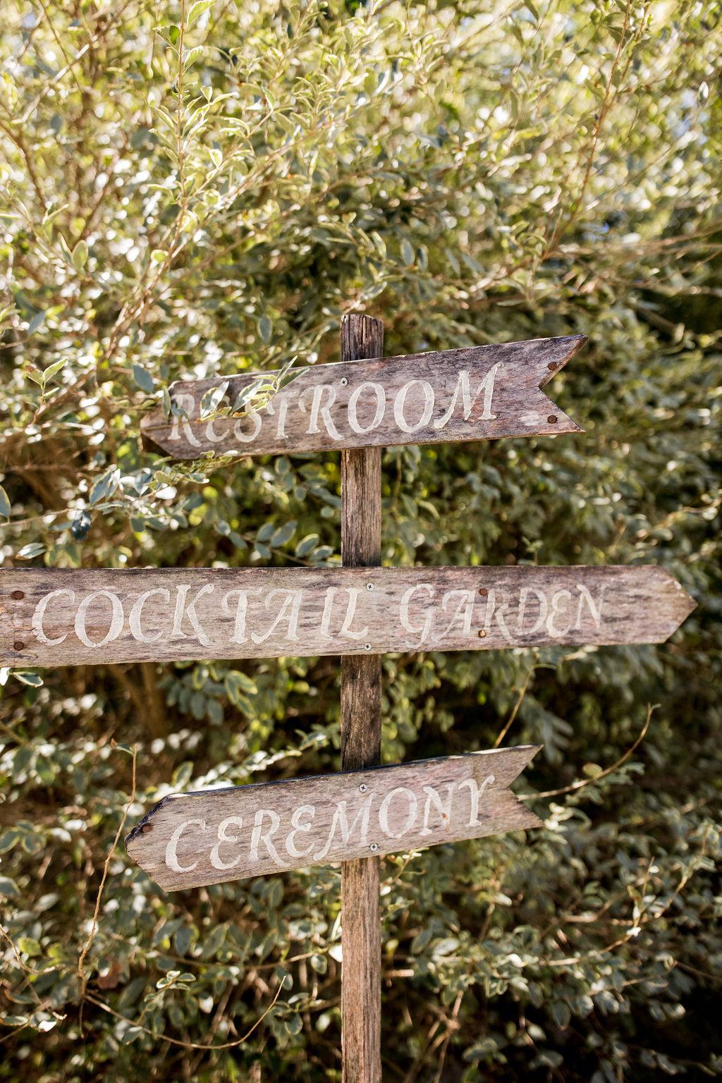 Wood wedding sign | Nashville Bride Guide