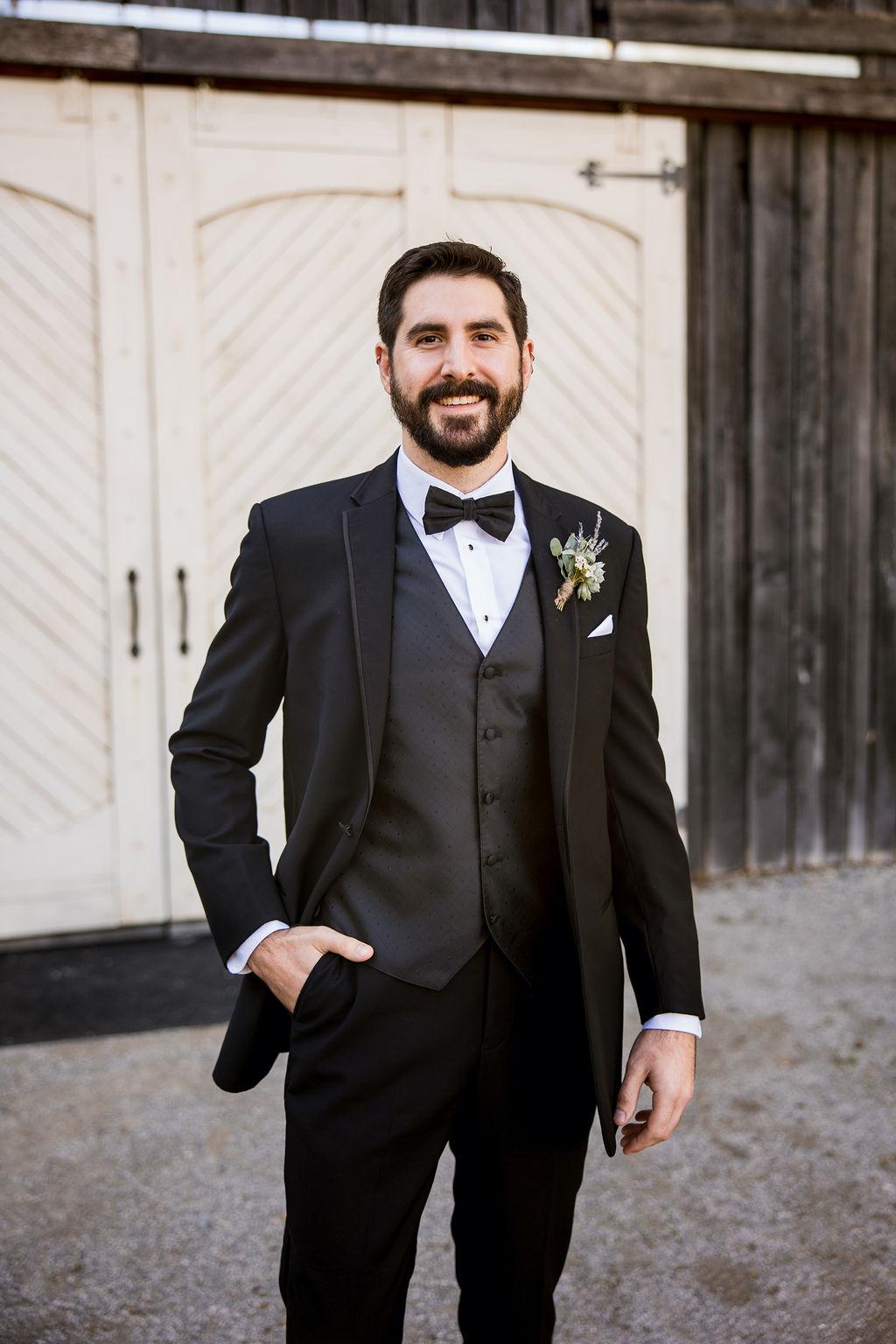 Classic black wedding tuxedo | Nashville Bride Guide