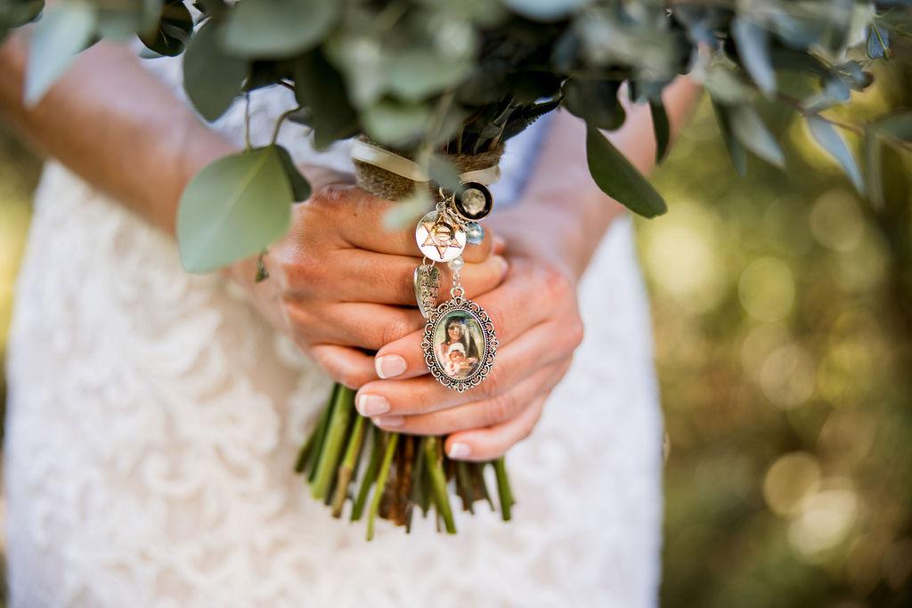 Wedding bouquet photo charm | Nashville Bride Guide