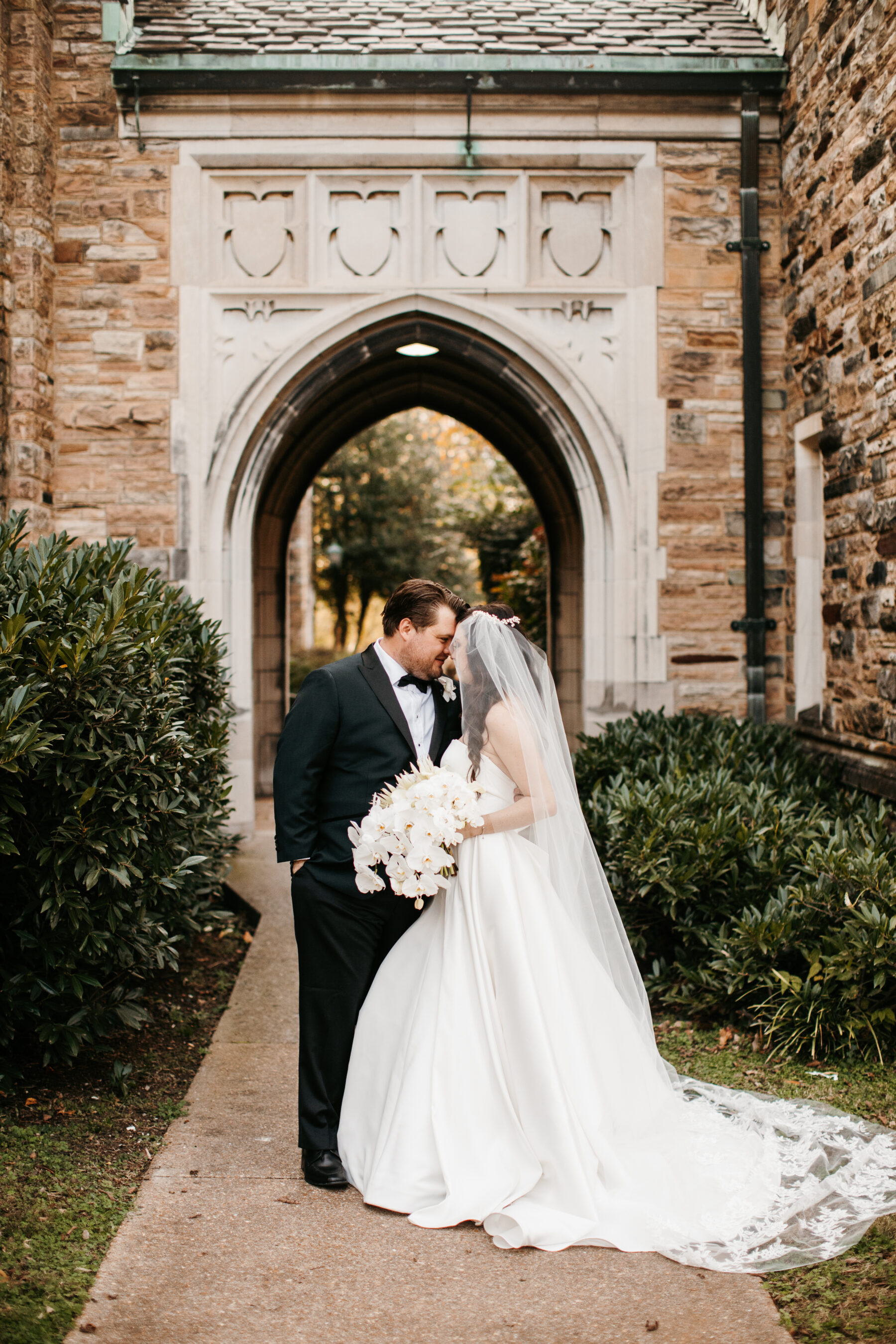 Modern wedding with statement flowers from LMA Designs | Nashville Bride Guide