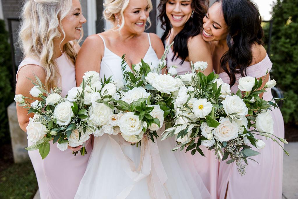 White wedding bouquet from Wildflowers LLC | Nashville Bride Guide