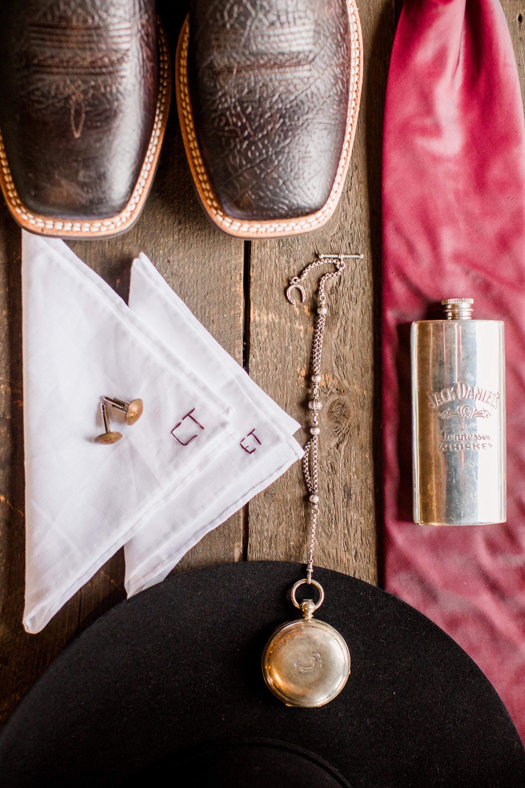 Rustic groom's accessories