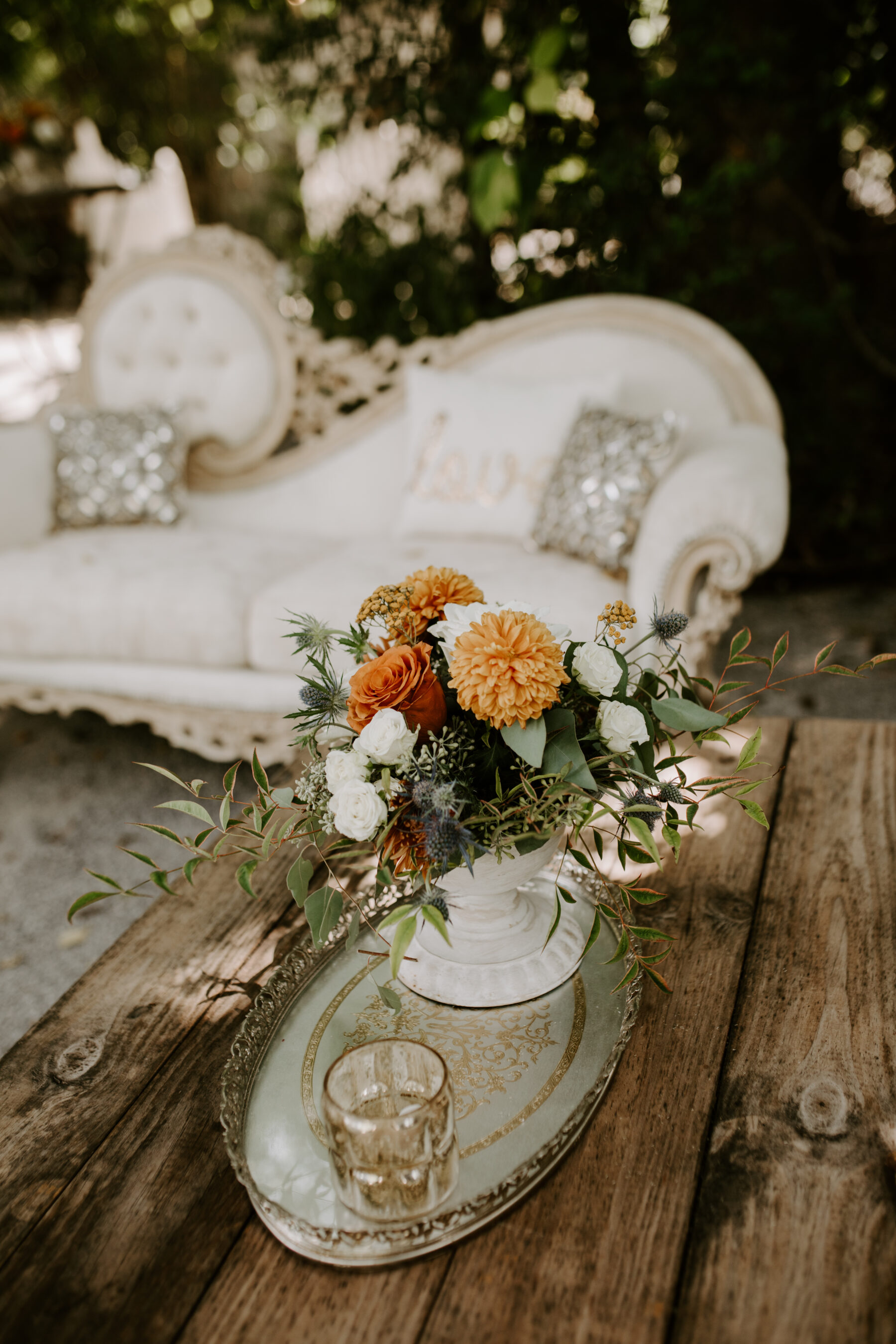 Vintage wedding lounge