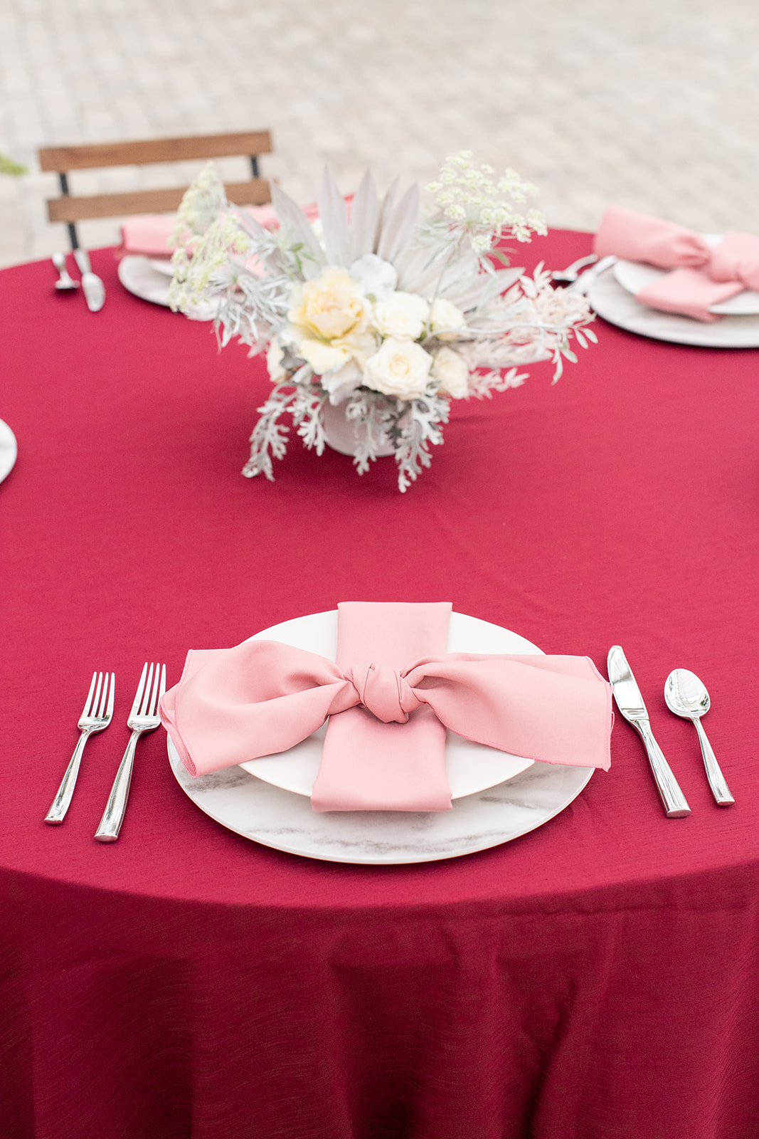 Pink and red wedding table decor