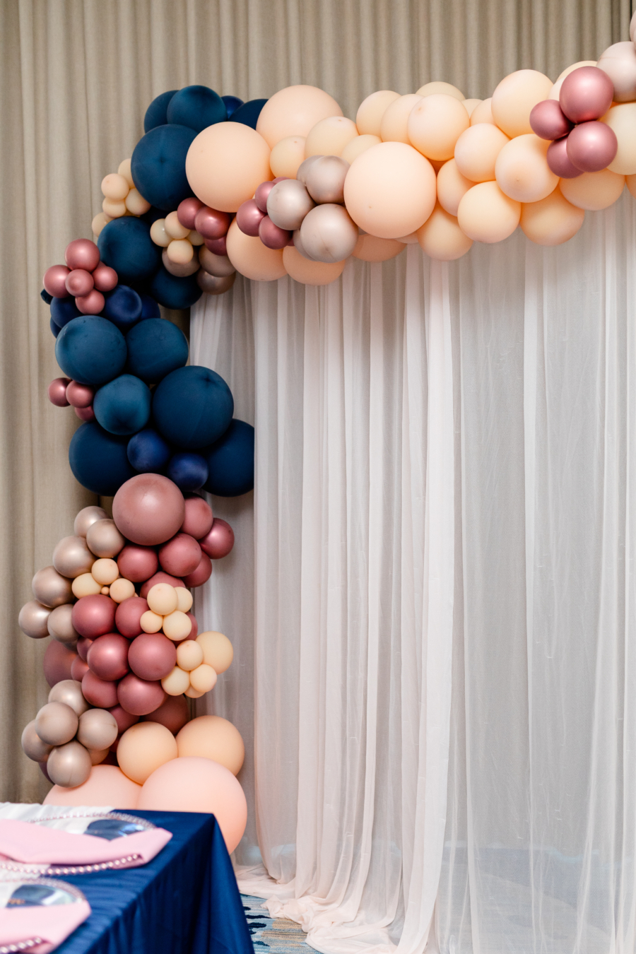 Margaritaville Hotel Nashville wedding balloon arch