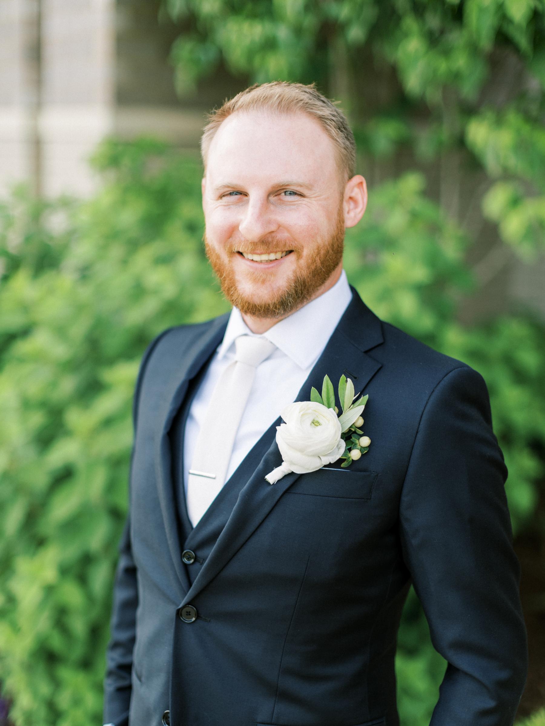 White flower wedding boutonniere