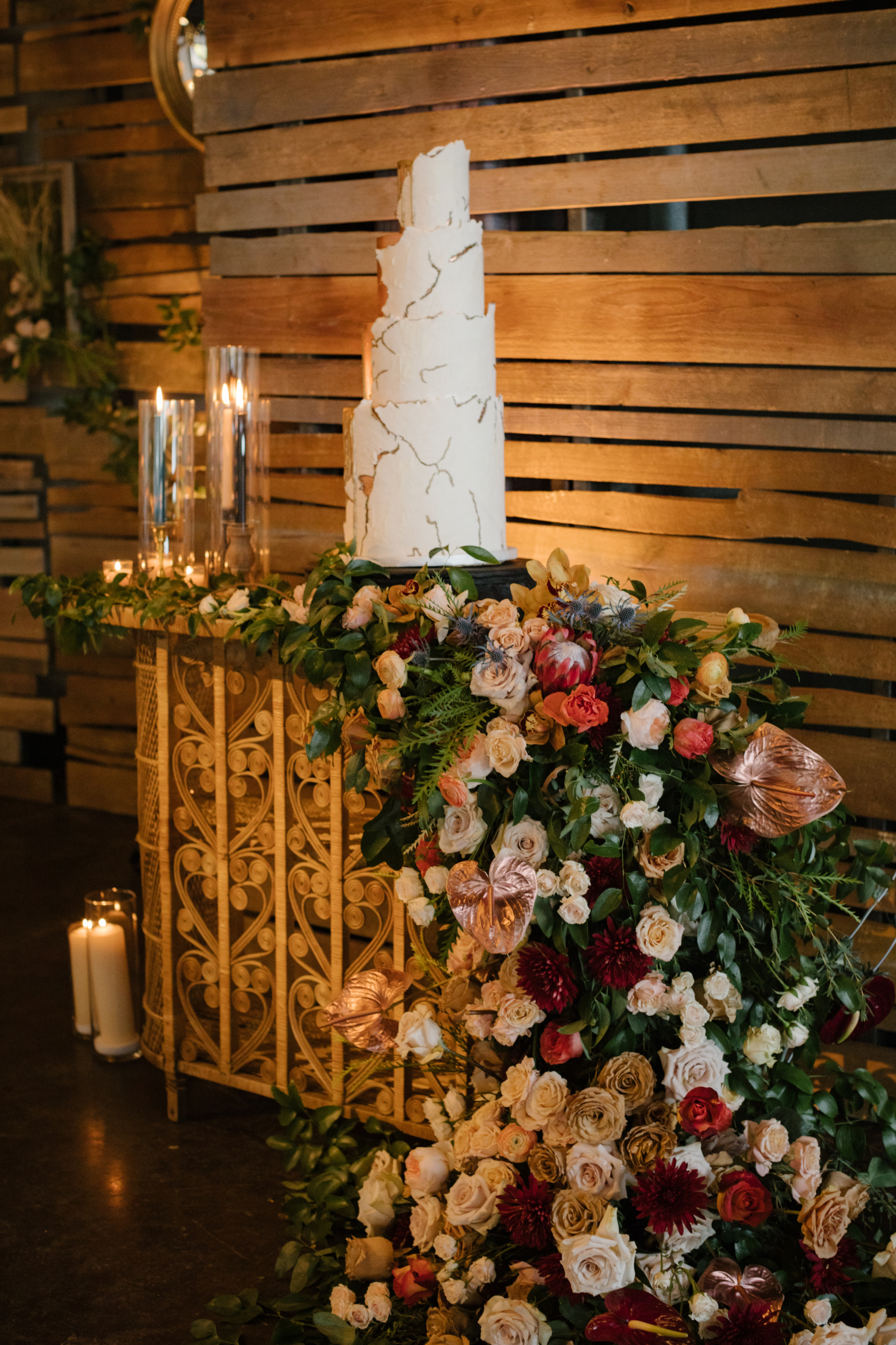 Luxurious wedding cake display
