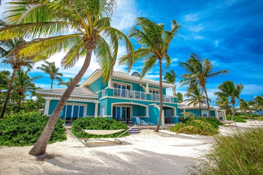 Top 10 Romantic Honeymoon Suites