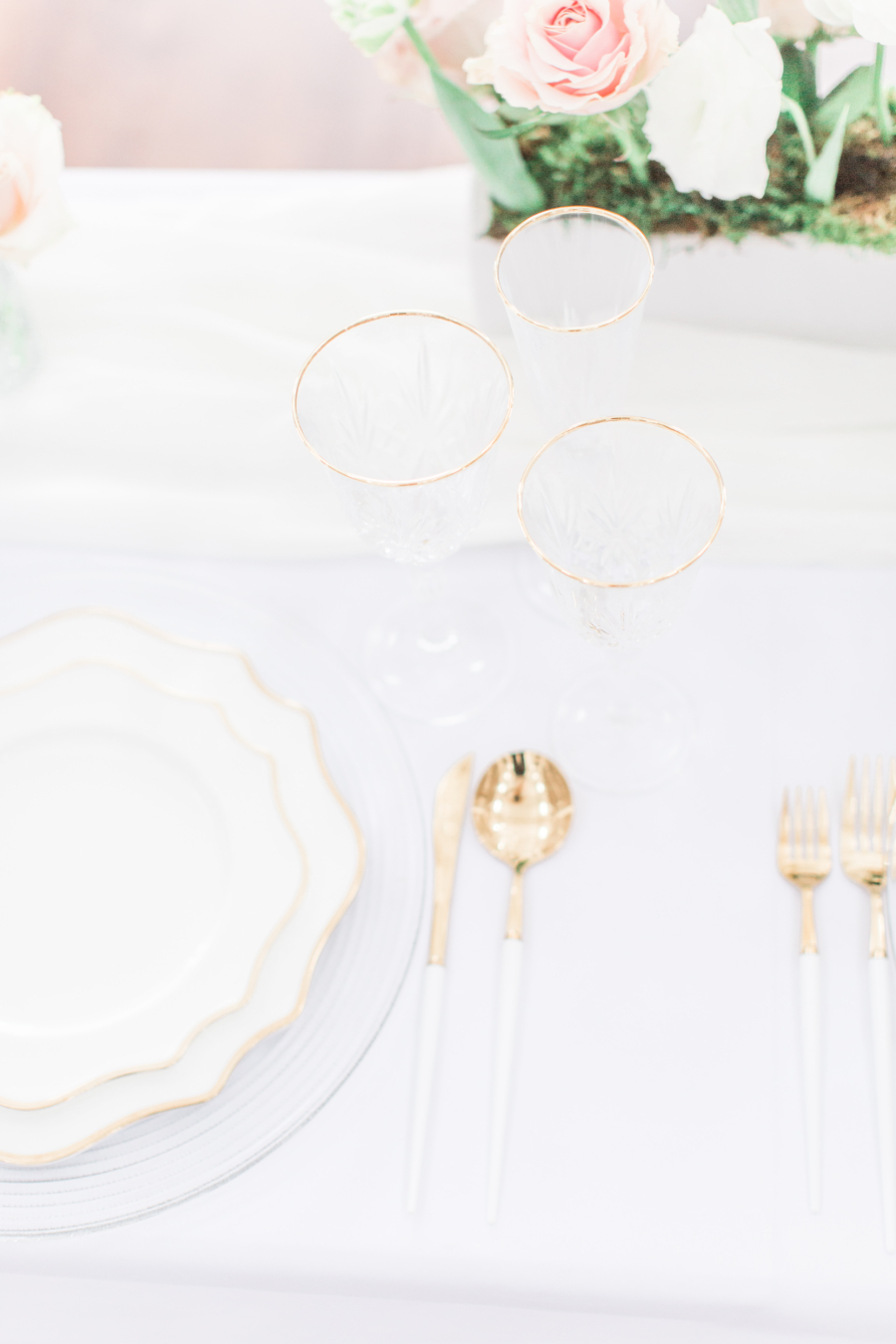 White and gold wedding table decor