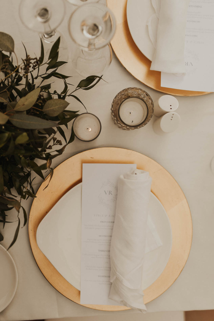Gold and white wedding place setting